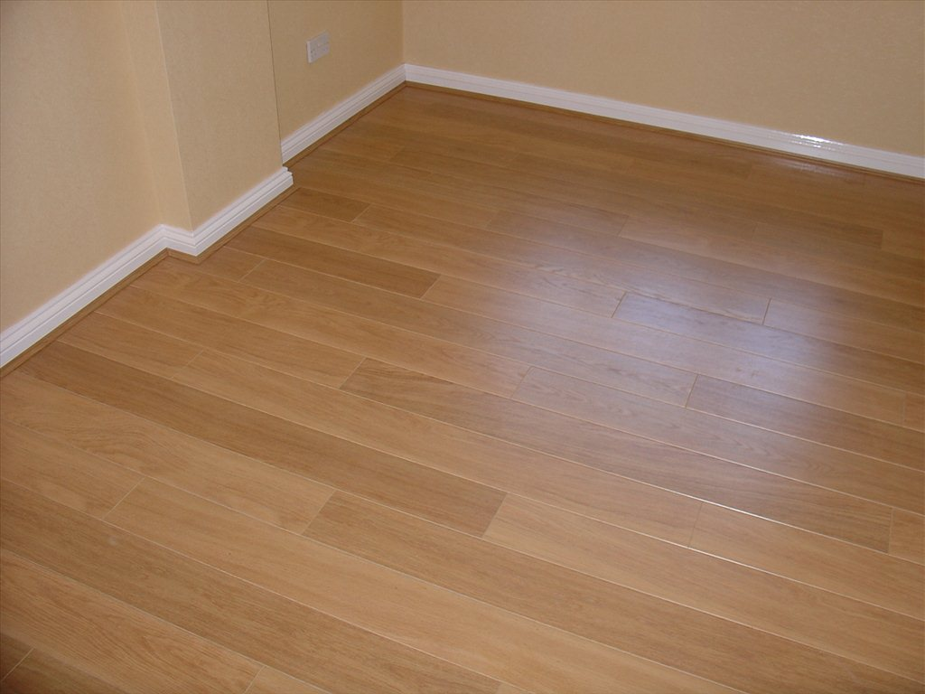 Laminate flooring laminate flooring videos for Floating hardwood floor